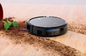 ربات در حال تمیز کردن خاک های گلدان